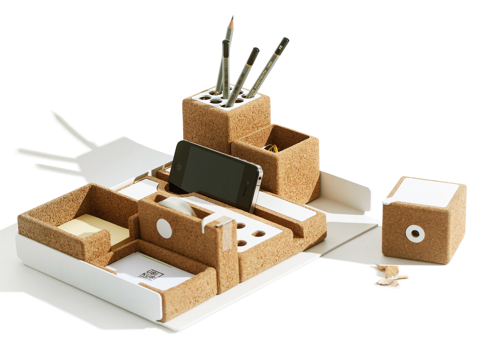 Niu desk accessories by Ubikubi
