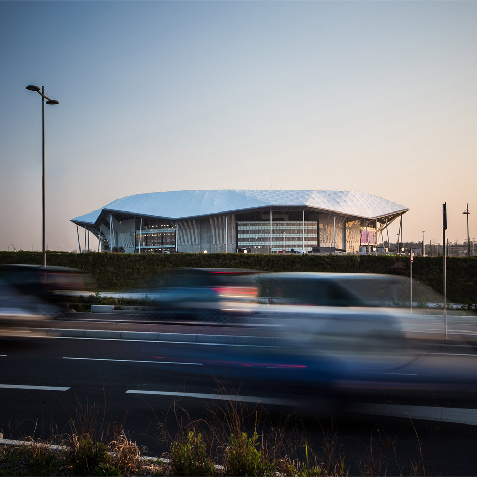 Sound amplifying stadium by populous provides lyon venue for Architecture lyon