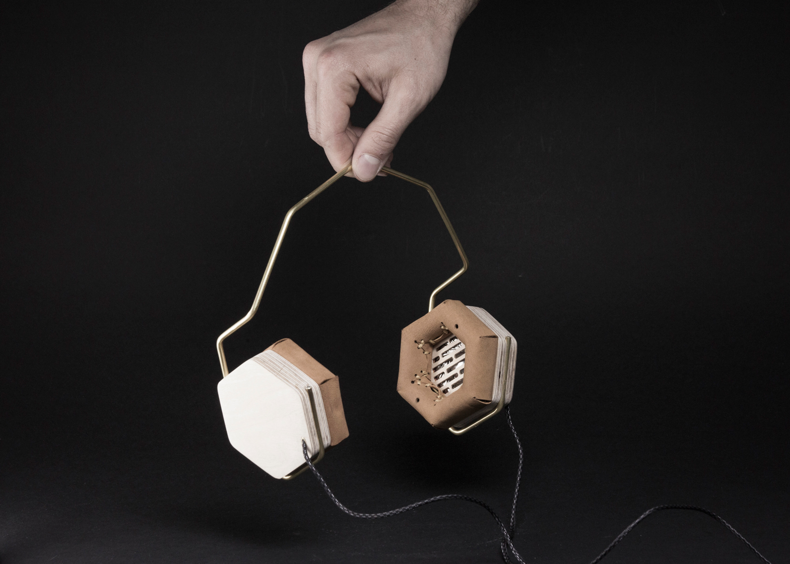 Wooden headphones by Prototip studio and Acoustic Density