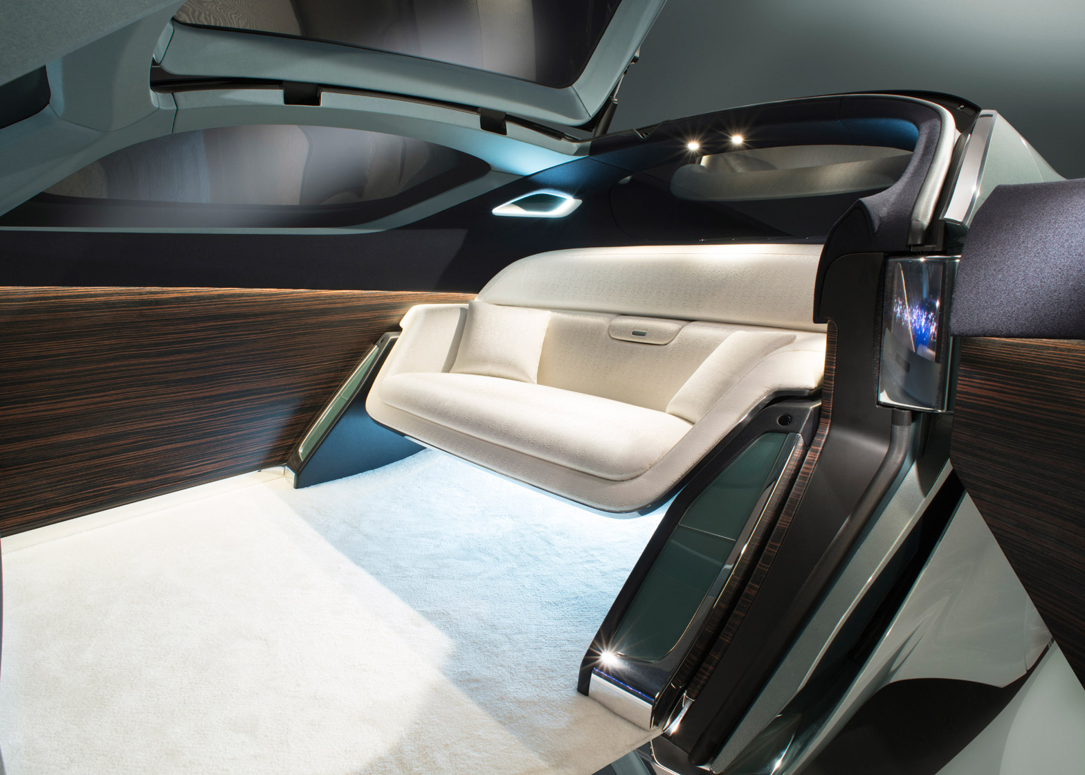 Rolls Royce Unveil Concept Design For Driverless Vip Transport
