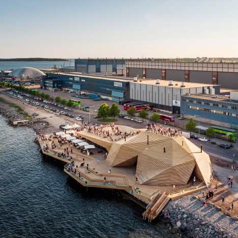 "Avanto Architects builds coastal sauna in Helsinki with a faceted timber ""cloak"""