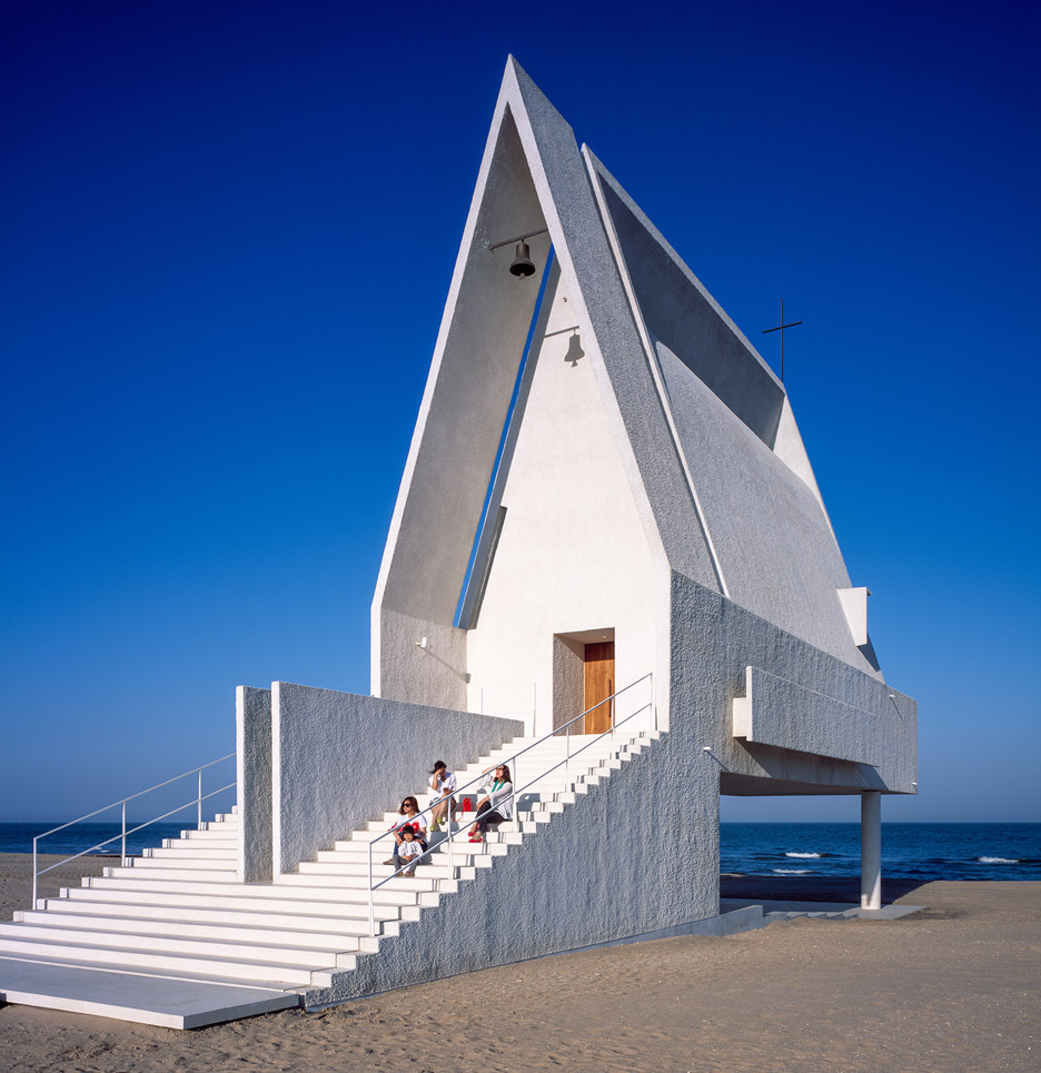 seashore-chapel-beidaihe-new-district-china-beijing-vector-architects-religion-beach-church-light-_dezeen_936_13