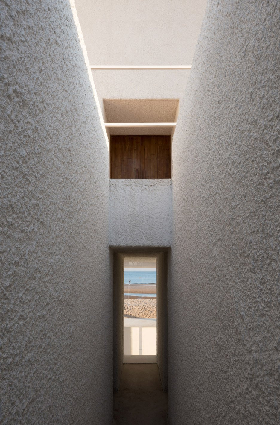 seashore-chapel-beidaihe-new-district-china-beijing-vector-architects-religion-beach-church-light-_dezeen_936_15