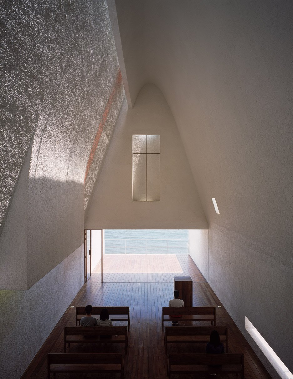 seashore-chapel-beidaihe-new-district-china-beijing-vector-architects-religion-beach-church-light-_dezeen_936_16