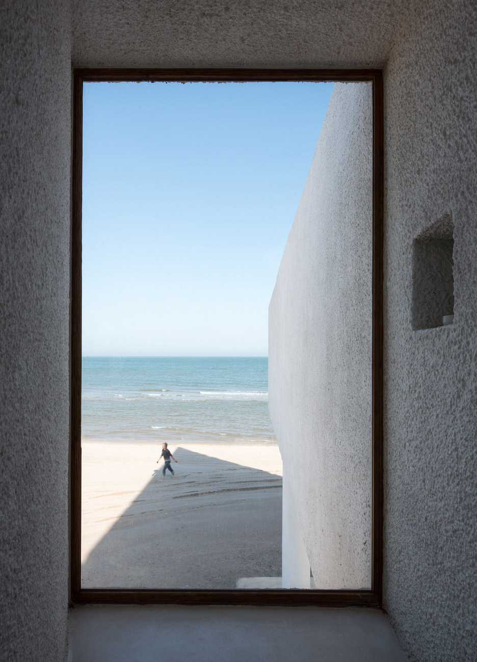 seashore-chapel-beidaihe-new-district-china-beijing-vector-architects-religion-beach-church-light-_dezeen_936_24