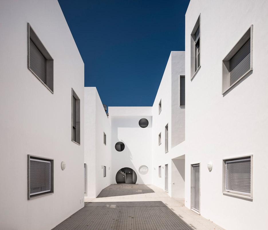Social housing by Kauh Arquitectos in Conil de la Frontera in Spain