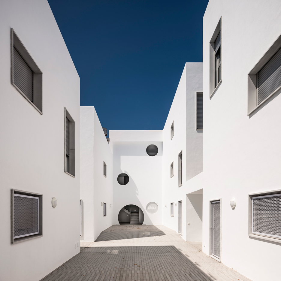 Social housing by Kauh Arquitectos in Conil de la Frontera in Spain