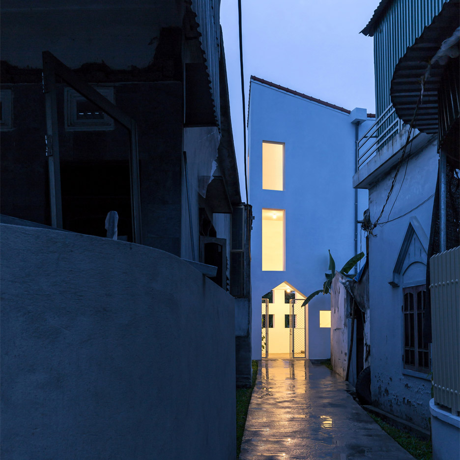 Nguyen Khac Phuoc Architects completes four-metre-wide townhouse in Vietnam