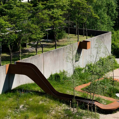 Holscher Nordberg Architects creates play area framed by a single metal ribbon