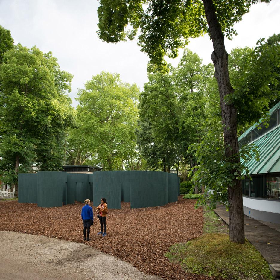 vara-pavilion-pezo-von-ellrichshausen-circles-venice-architecture-biennale-2016_dezeen_936_1