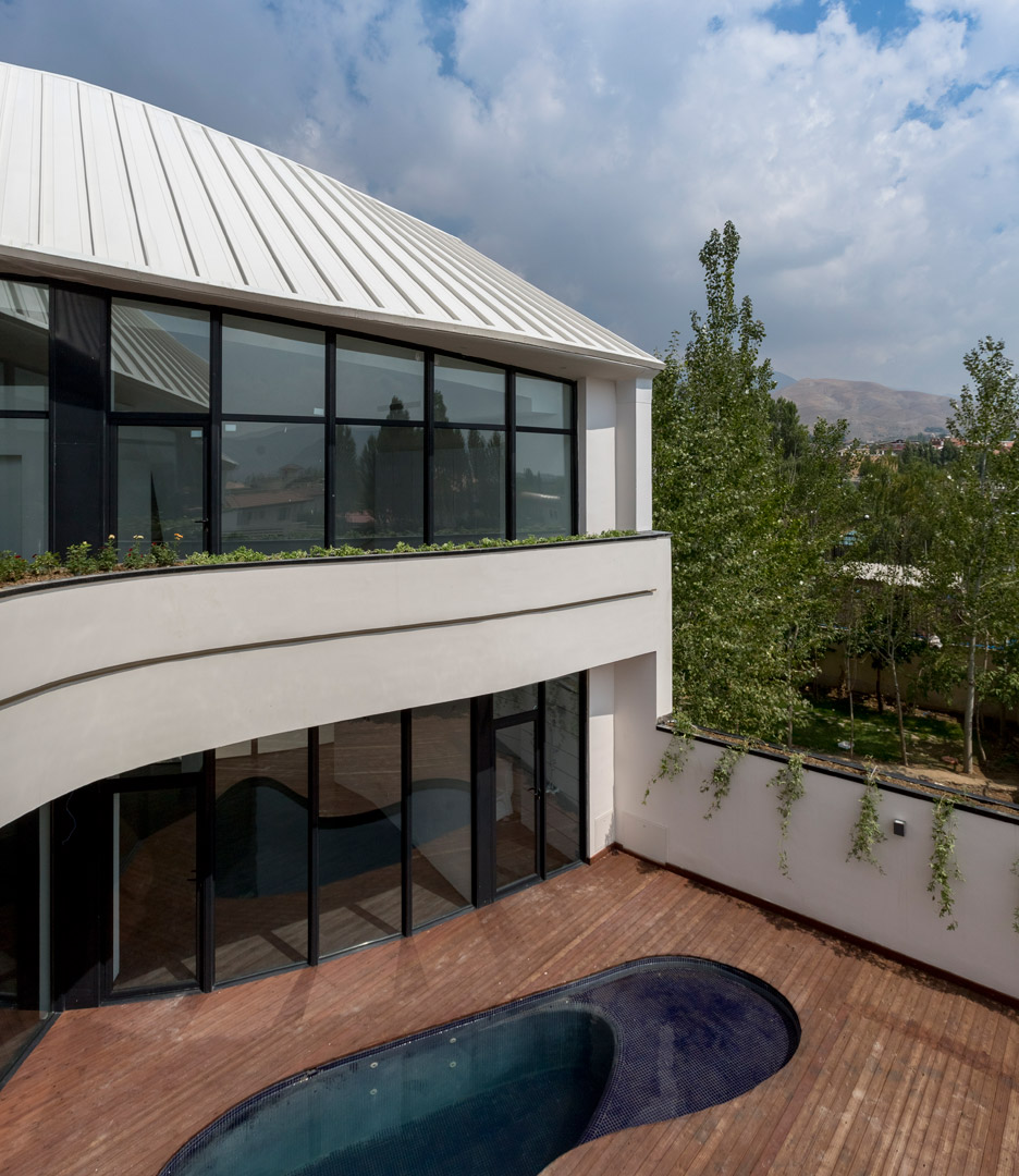 villa-for-younger-brother-tehran-iran-alireza-tahgaboni-trapezoidal-urban-context-architecture-residential-_dezeen_936_16