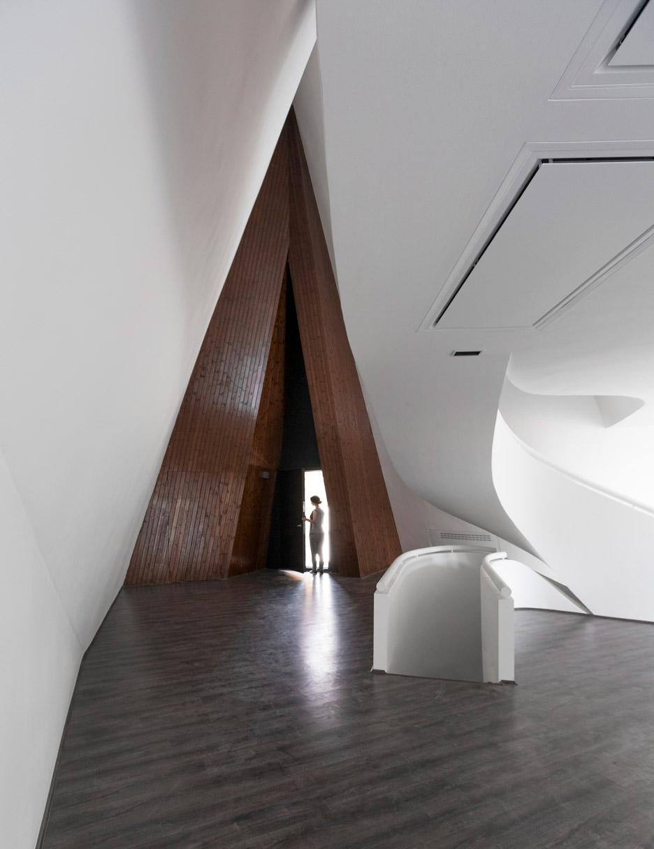 villa-for-younger-brother-tehran-iran-alireza-tahgaboni-trapezoidal-urban-context-architecture-residential-_dezeen_936_2