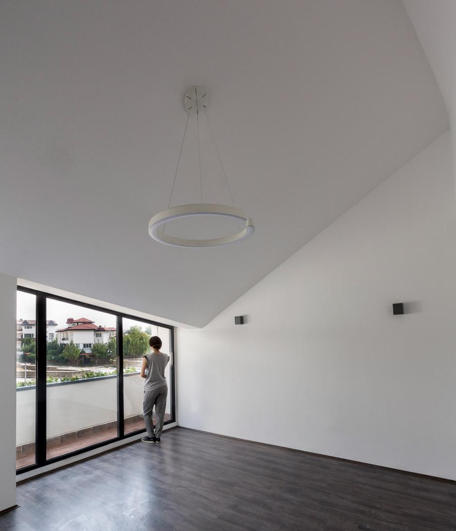 villa-for-younger-brother-tehran-iran-alireza-tahgaboni-trapezoidal-urban-context-architecture-residential-_dezeen_936_9