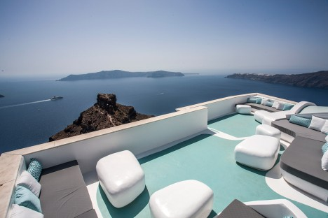 KLab creates smootly curved interior for Santorini hotel