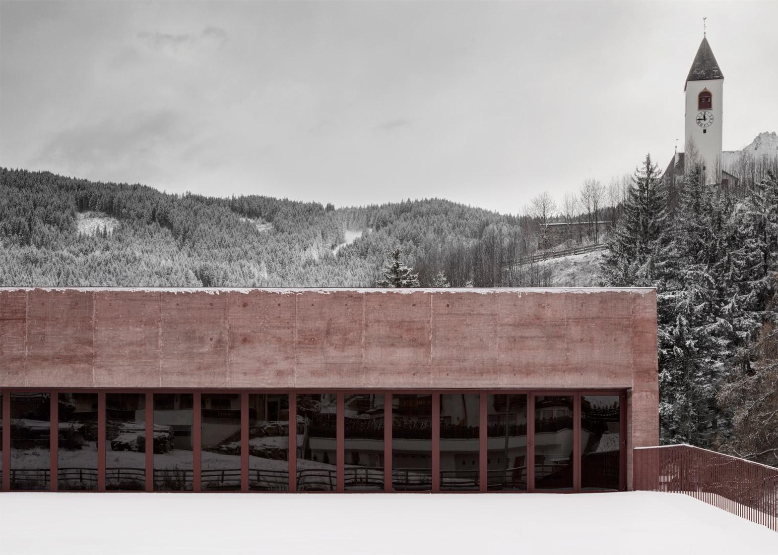 Feuerwehr Vierschach by Pedevilla Architecs