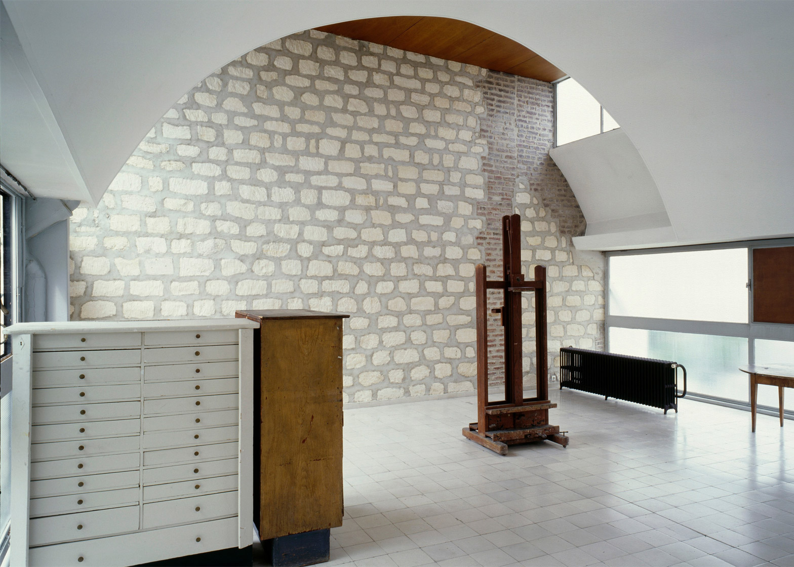 Immeuble locatif à la porte Molitor, Paris, France, 1931 - 1934. Photograph by Oliver Martin-Gambier