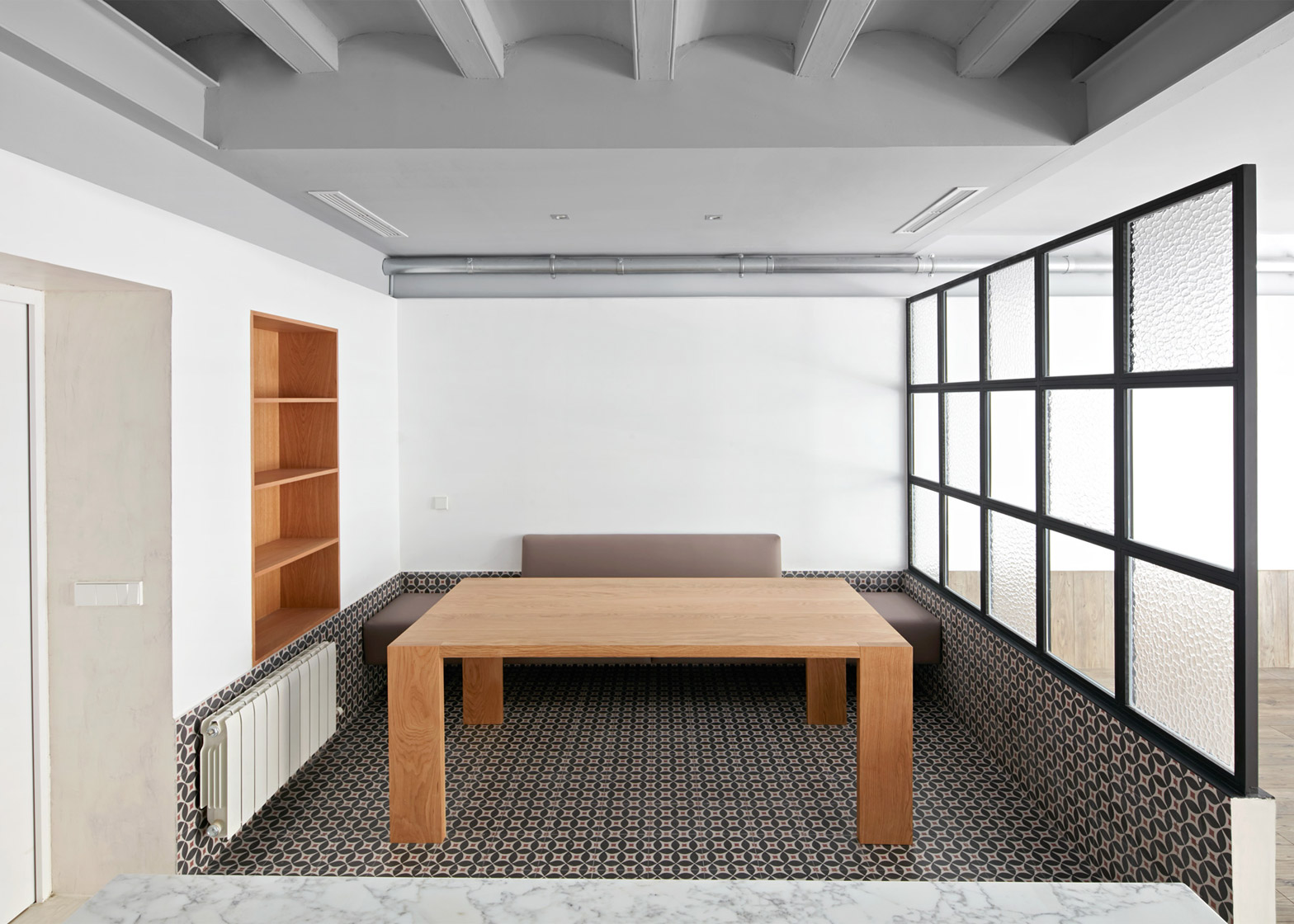 Tamarit Apartment by Ras Arquitectura