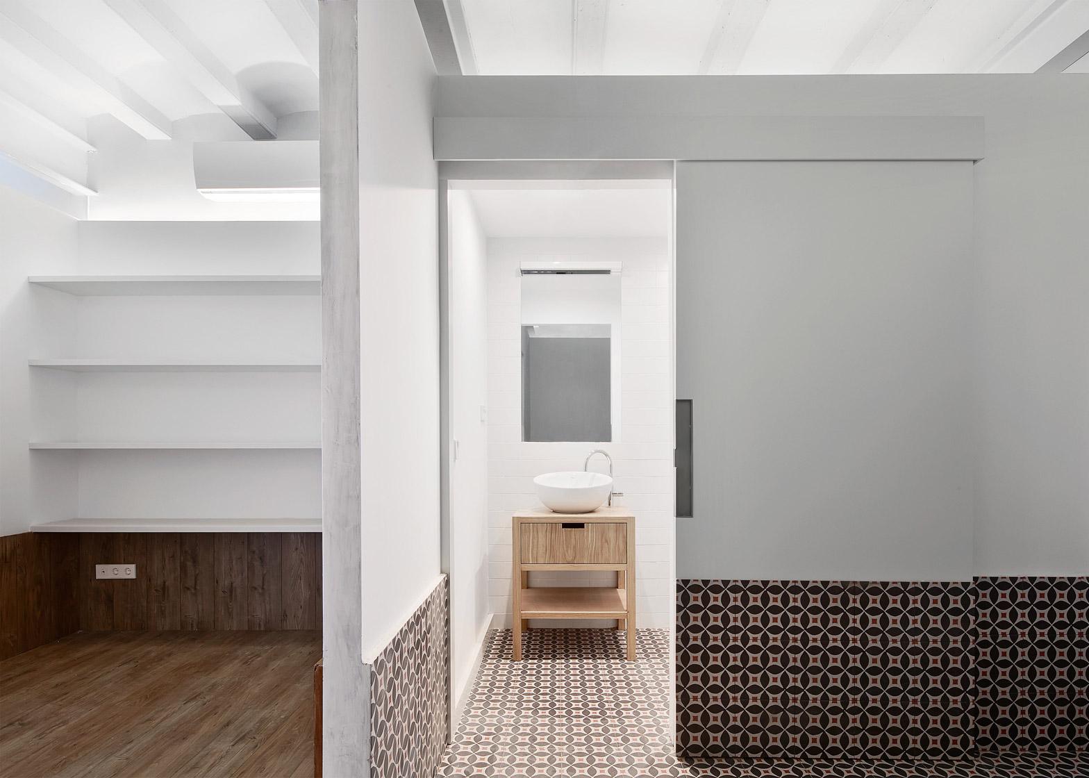 2 of 8 tamarit apartment by ras arquitectura