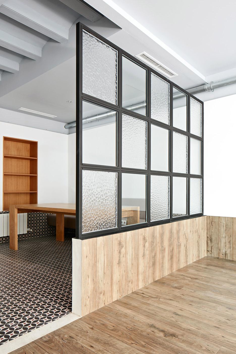 Tamarit Apartment by Ras Arquitectura