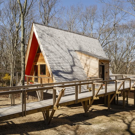 Edgar Papazian transforms pointy wooden cabin in the Hamptons into weekend retreat