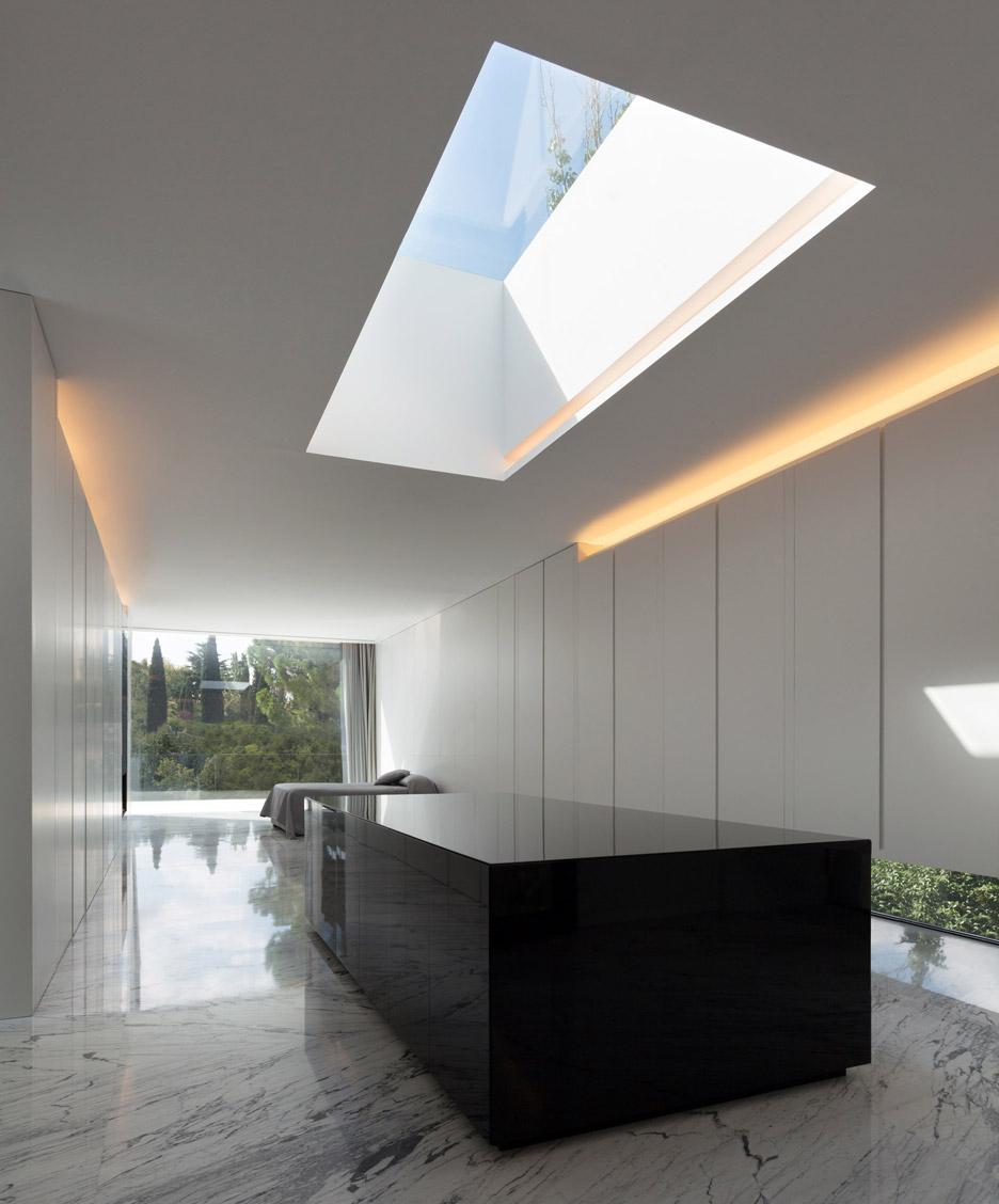 Aluminium House in Madrid by Fran Silvestre Arquitectos
