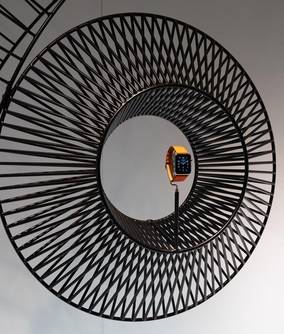 Shop window installation designed by Gamfratesi for Apple Watch Hermès