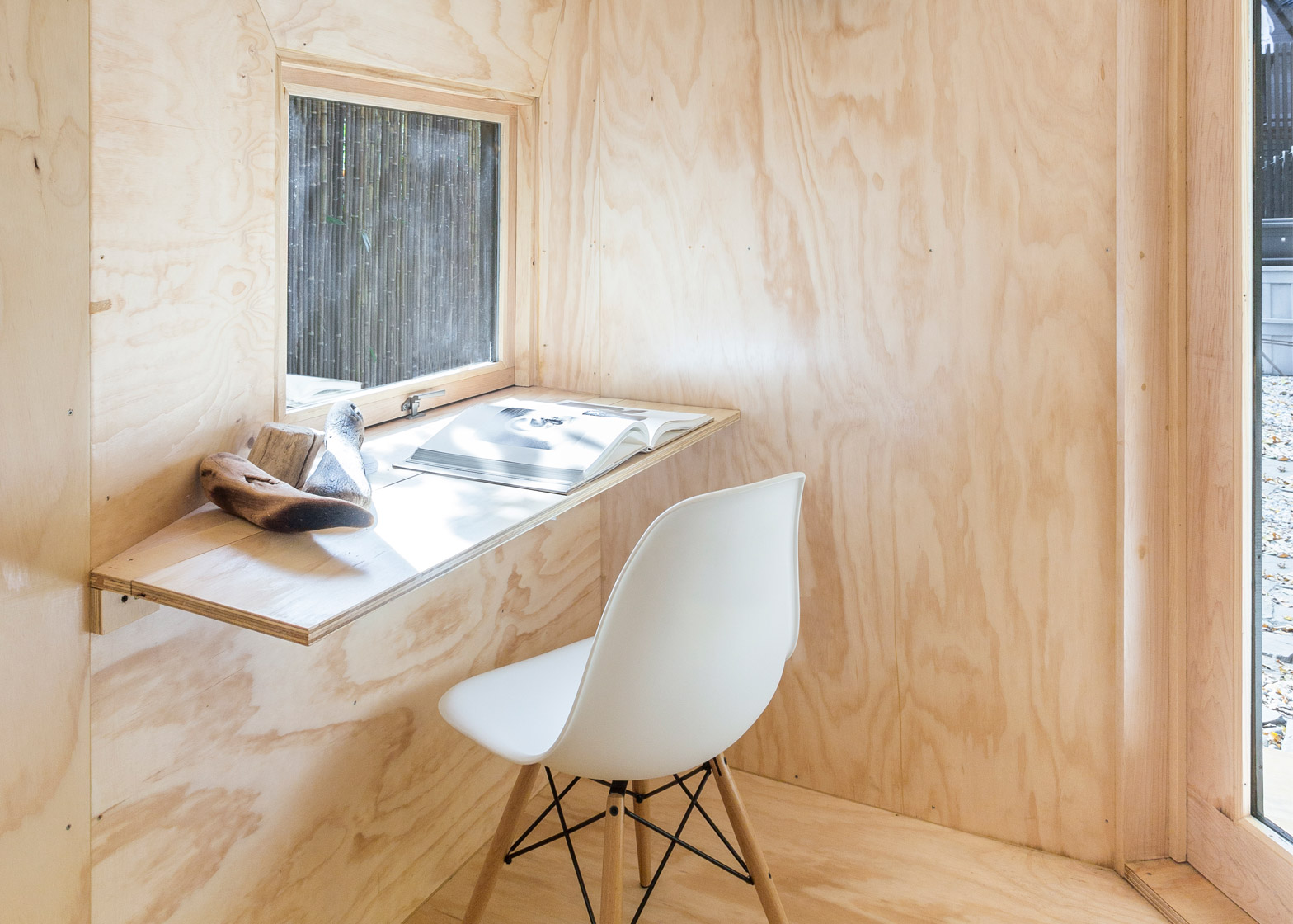 Brooklyn Writer's Hut by Architensions