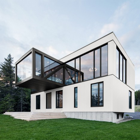 ACDF Architecture creates Quebec holiday home with a cantilevered living room