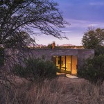 "DUST uses ""lava-crete"" to create monolithic desert house in Arizona"