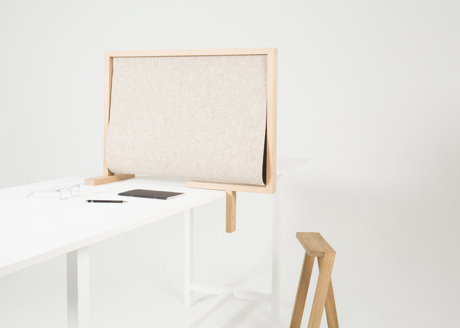 Pierre-Emmanuel Vandeputte designs desk divider for isolation