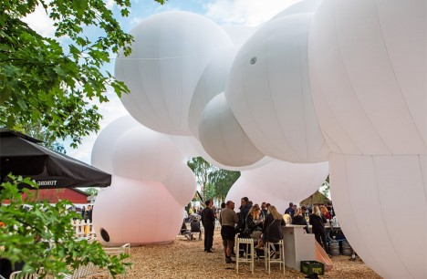 "BIG creates ""bubble-like cloud pavilion"" at Roskilde Festival 2016"