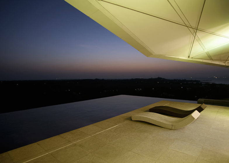 House at Alibag by Malik Architecture
