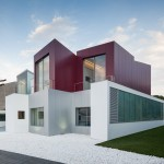 """Finger-like blocks create secluded """"micro-spaces"""" for Madrid residence by Abiboo Architecture"""
