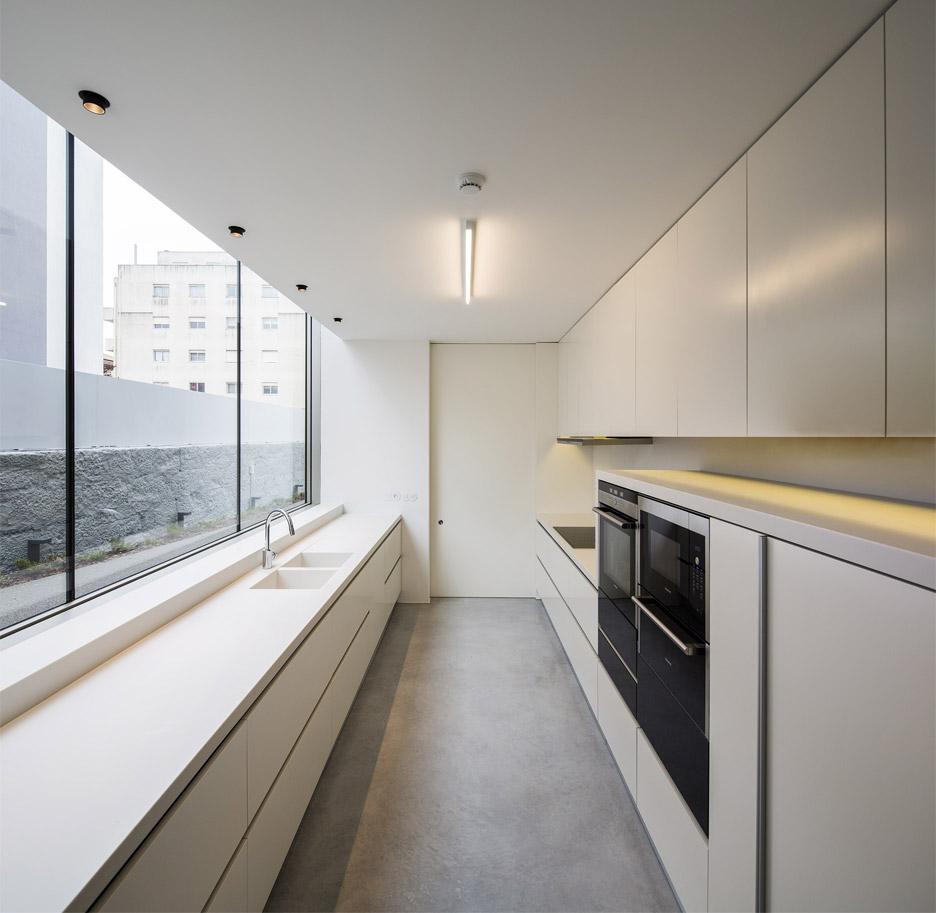 house-in-bonfim-by-azo-sequeira-arquitectos-porto-portugal-_dezeen_936_15