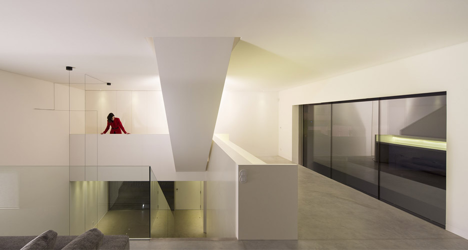 house-in-bonfim-by-azo-sequeira-arquitectos-porto-portugal-_dezeen_936_16