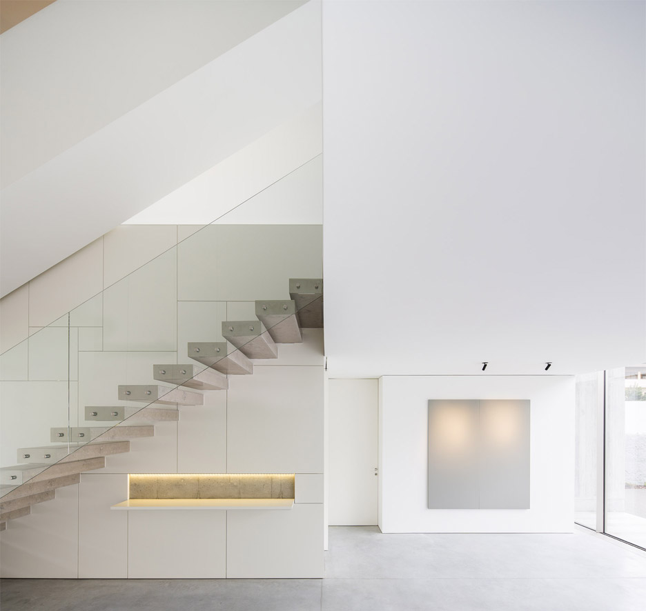 house-in-bonfim-by-azo-sequeira-arquitectos-porto-portugal-_dezeen_936_2
