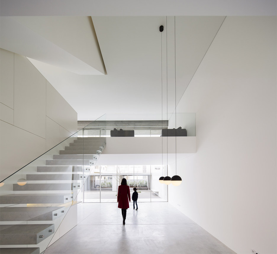 house-in-bonfim-by-azo-sequeira-arquitectos-porto-portugal-_dezeen_936_3