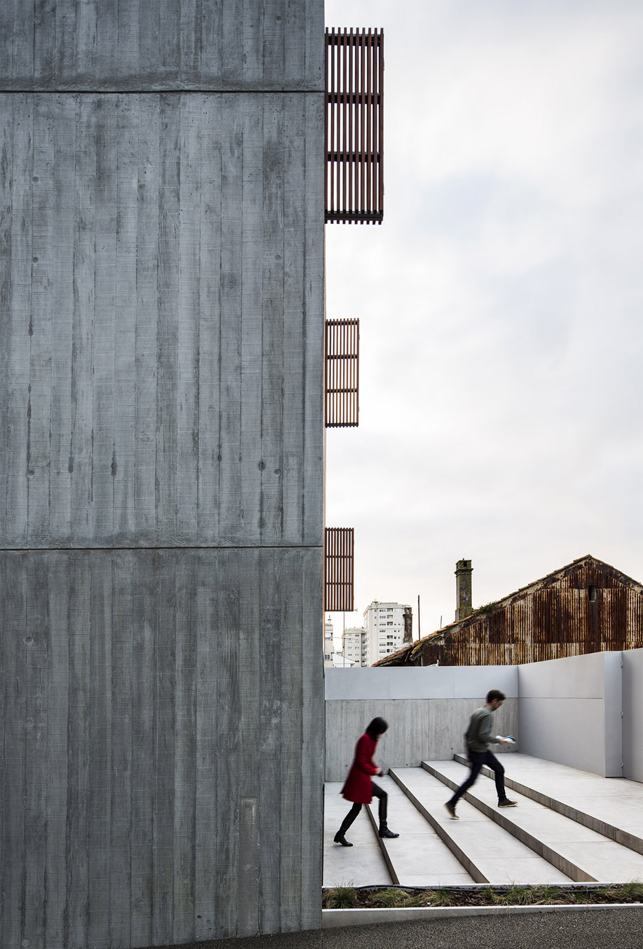 house-in-bonfim-by-azo-sequeira-arquitectos-porto-portugal-_dezeen_936_7
