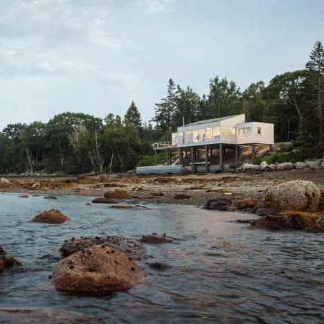 House Over the Sea by Elliott + Elliott faces a bay in Maine