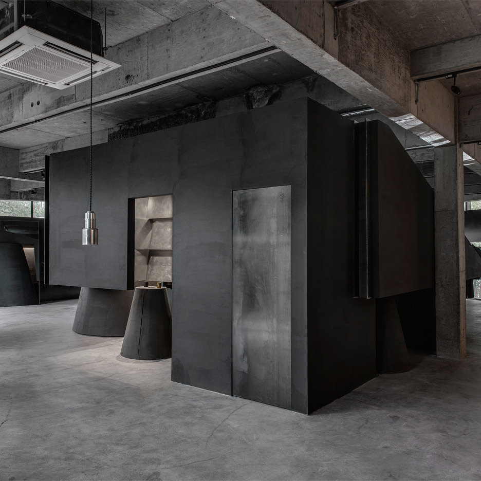 Black cabt system - HEIKE fashion brand concept store by Hangzhou AN Interior Design Co.,Ltd.