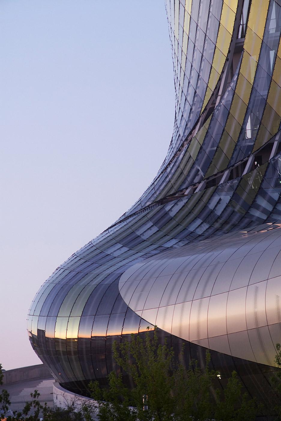 la-cité-du-vin-xtu-architecture-wine-museum-_dezeen_936_136