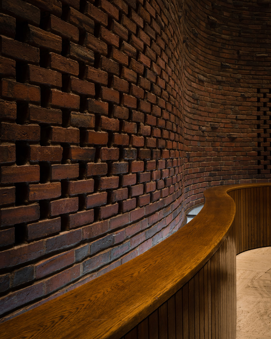 mit-chapel-eero-saarinen-photography-jim-stephenson_dezeen_936_17