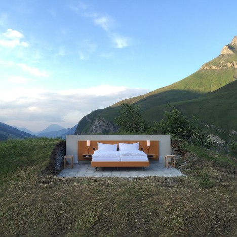 Null Stern's hotel with no walls allows panoramic views of the Swiss Alps
