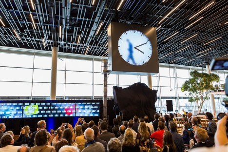 The hands of Maarten Baas' Schiphol clock are drawn on in real time