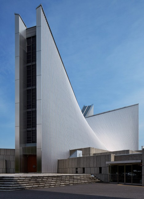 """Edmund Sumner photographs Kenzo Tange's """"brutal classic"""" St Mary's Cathedral"""