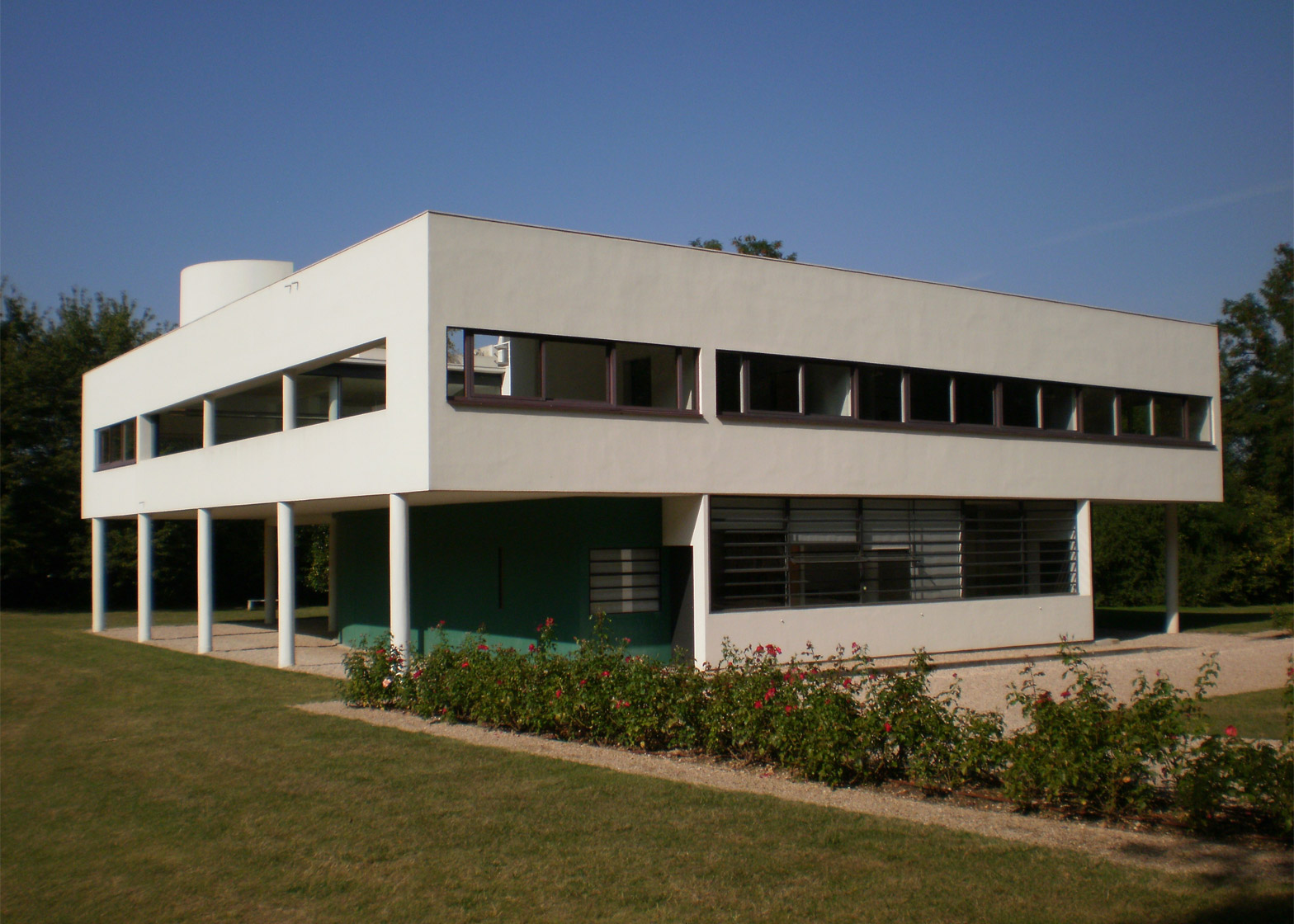 Le Corbusier\'s Villa Savoye encapsulates the Modernist style