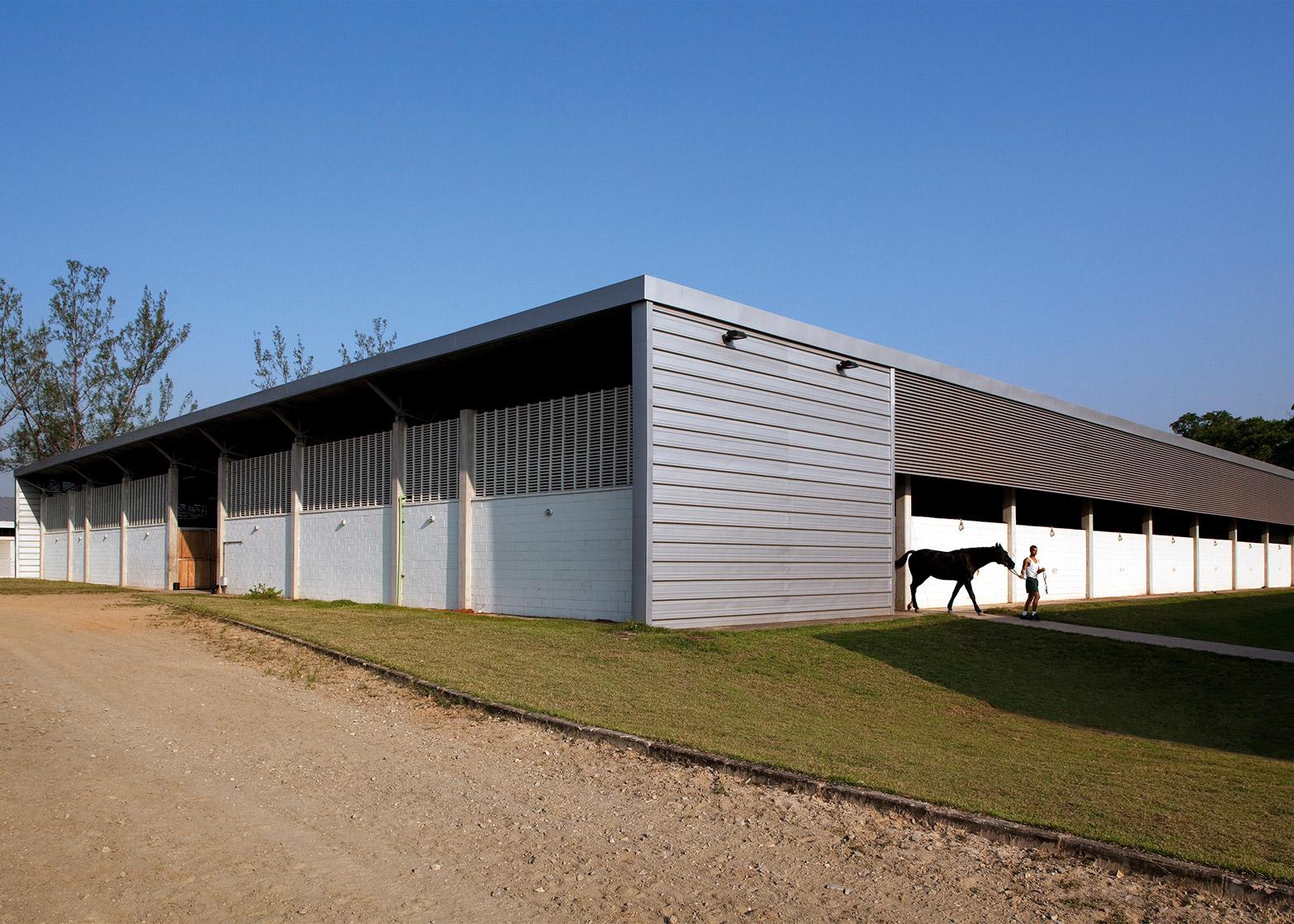 Equestrian Centre stables by BCMF Arquitetos, Bruno Campos, Marcelo Fontes and Silvio Todeschi