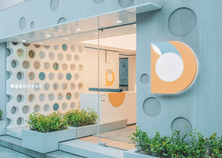 """RIGI designs waiting area """"like a dining room"""" for friendly dental clinic in China"""