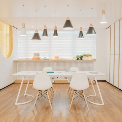 "RIGI designs waiting area ""like a dining room"" for friendly dental clinic in China"