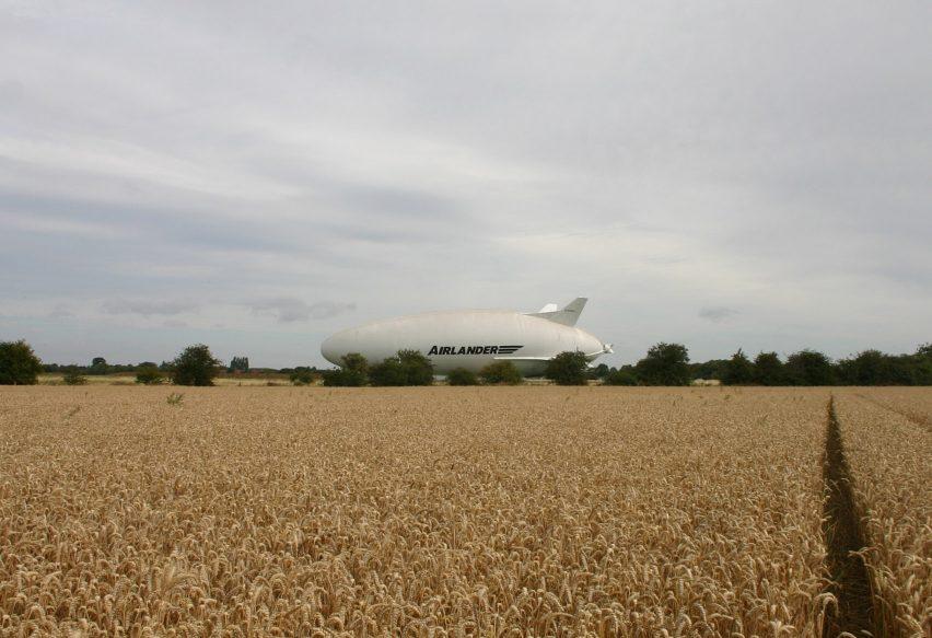 airlander-10_hybrid-air-vehicles_first-flight_dezeen_1704_9